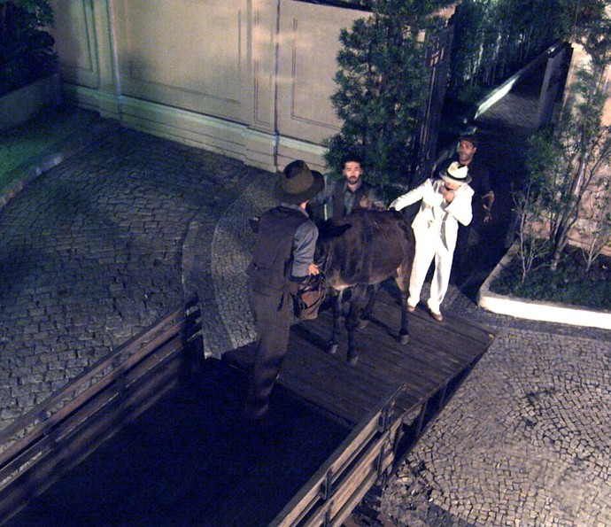 Melhor amigo de Candinho é sequestrado (Foto: TV Globo)