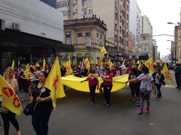 Professores realizam ato em Porto Alegre e pedem impeachment de governador José Ivo Sartori, RS (Foto: Josmar Leite/RBS TV)