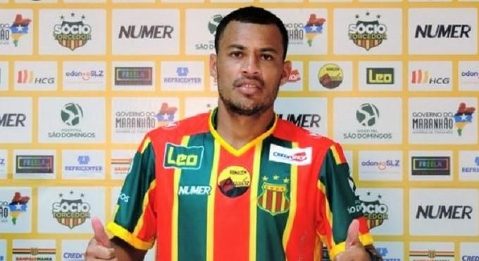 Léo Gago sendo apresentado pelo Sampaio Corrêa (MA) (Foto: Divulgação / Sampaio)