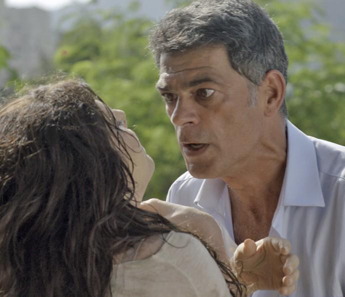 Orlando perde a paciência com Nelita (Foto: TV Globo)