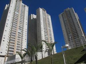 Fachada de prédios que podem ter área desapropriada para construção da estação Baeta Neves (Foto: Tatiana Santiago/ G1)