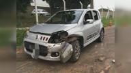 São Carlos: carro com 4 passageiros bate contra defensa metálica na rodovia SP-310