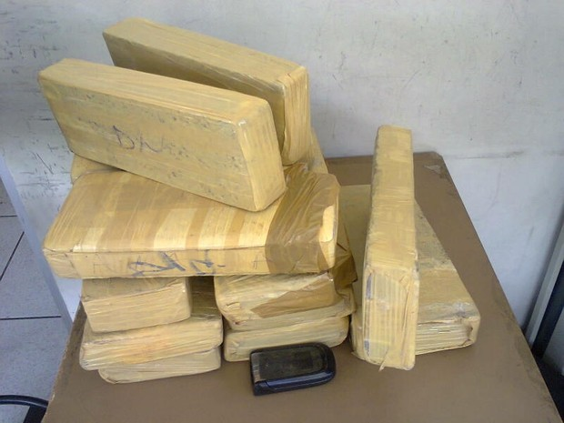 Quatorze tabletes foram apreendidos com uma mulher de 32 anos. (Foto: George Gonçalves/Inter TV dos Vales)