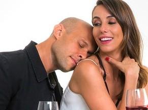 Júlia é uma massagista sexy que resiste aos avanços sexuais do marido (Foto: Divulgação/João Caldas)