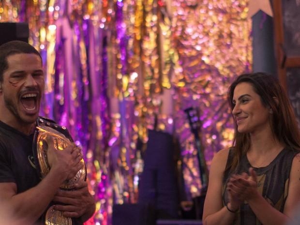 José Loreto e Cleo Pires em cena do longa 'Mais forte que o mundo' (Foto: Divulgação)