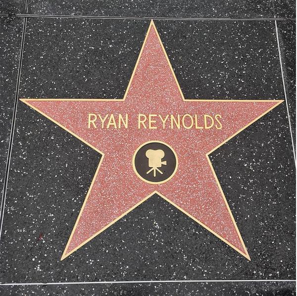 A estrela de Ryan Reynolds na calçada da fama (Foto: Instagram)