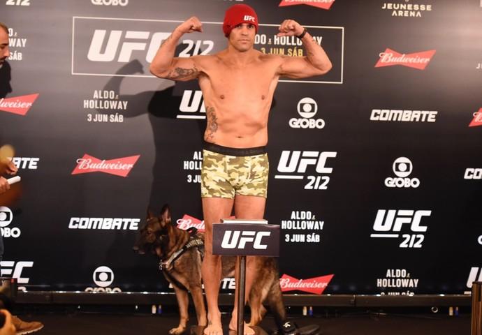 Vitor Belfort tomada de peso UFC 212 (Foto: André Durão)