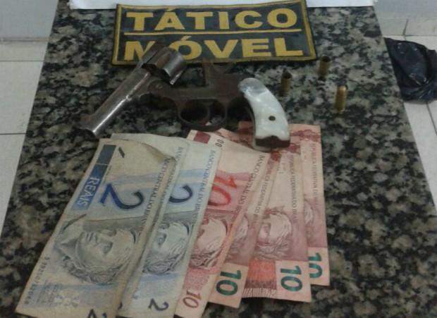 Arma Apreendida Divinópolis Minas Gerais (Foto: Polícia Militar/Divulgação)