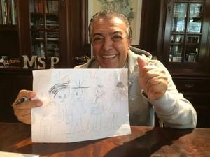 """Maurício de Souza ficou muito feliz com o presente do filho do baterista da Georgia: """"Terá um lugar muito especial no acervo dele"""", garante o filho do cartunista (Foto: Arquivo pessoal)"""