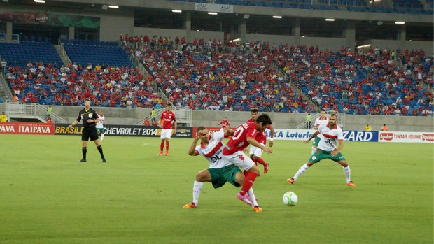 América-RN x Portuguesa, na Arena das Dunas (Foto: Augusto Gomes/GloboEsporte.com)