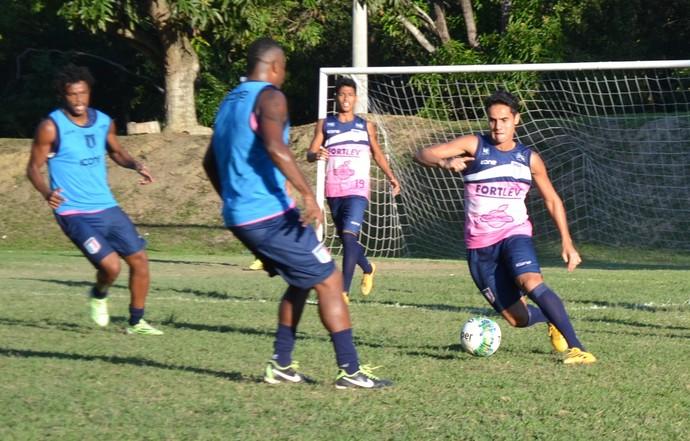 Thiago Martinelli treina com os companheiros do Espírito Santo e deve voltar ao time titular (Foto: João Brito/Espírito Santo FC)