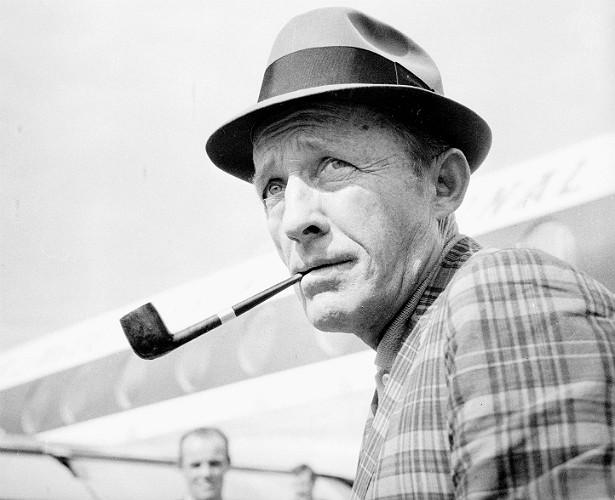 O cantor Bing Crosby (1903-1977) tinha dificuldades em se vestir de acordo com os padrões de elegância de sua época. Por causa do daltonismo, confundia tons de azul e de verde. (Foto: Getty Images)