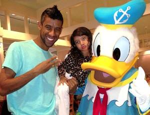 Léo Moura férias Disney jogadores (Foto: Reprodução / Twitter)