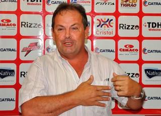 Heriberto da Cunha, técnico do Vila Nova (Foto: Guilherme Gonçalves/Globoesporte.com)