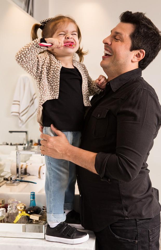 Ceará com a filha, Valentina (Foto: Flare Fotografia)