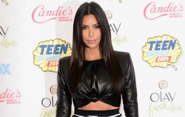 Em alguns dias da semana, a socialite Kim Kardashian come só morangos. Ou suco de morango. Puxado, hein? (Foto: Getty Images)