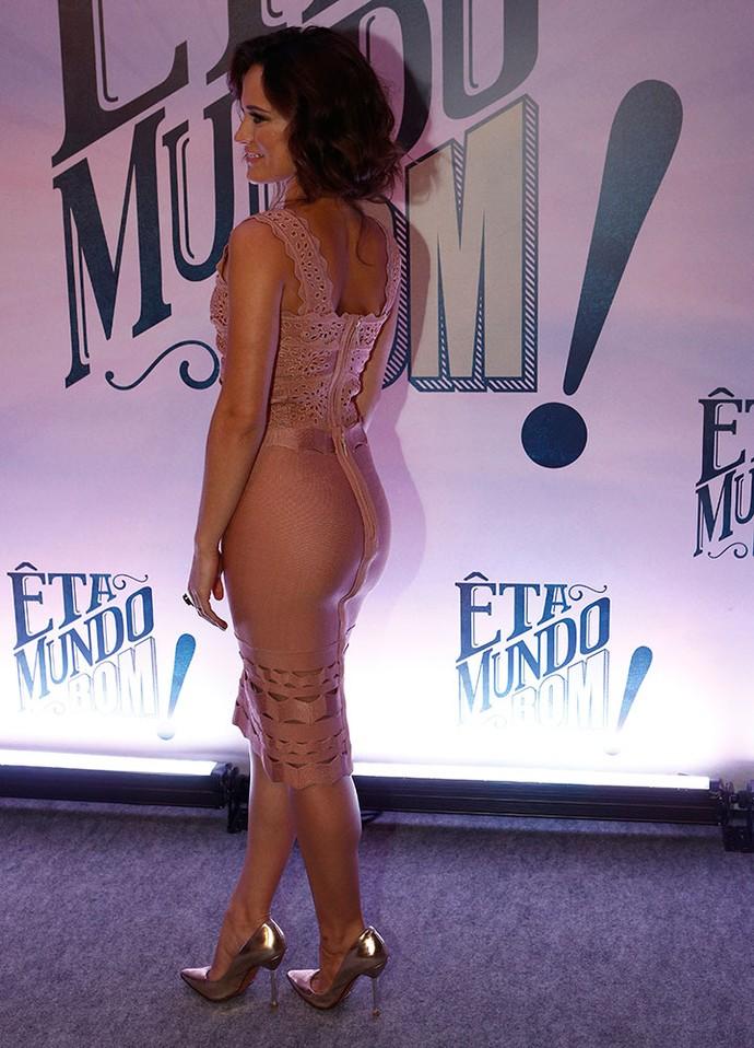 Vestido destacou a boa forma da atriz (Foto: Inácio Moraes/Gshow)