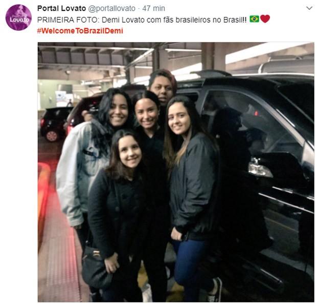Demi Lovato posa com fãs no Brasil (Foto: Reprodução/Twitter)