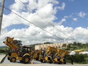 Máquinas são entregues a prefeituras  (Foto: Pedro Cunha/G1)