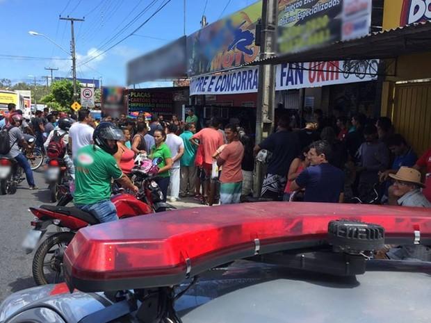 Vítima estava esperando reparo que estava sendo feito em uma moto (Foto: Walter Paparazzo/G1)