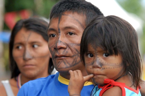 Indios da tribo Tucuxi participam do Fórum Social Mundial (Foto: Fábio Rodrigues Pozzebom/ABr)