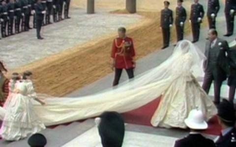 Relembre os vestidos de noiva dos casamentos reais