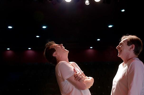 Eduardo Martini e Kito Junqueira em cena do espetáculo (Foto: Claudia Martini)