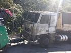 Imigrantes fica interditada após caminhão pegar fogo dentro de túnel