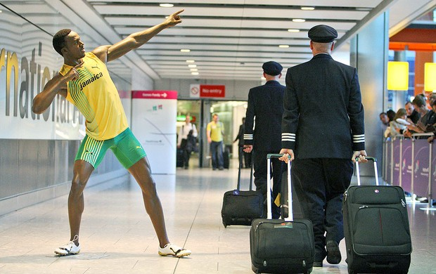 boneco de cera de Bolt no aeroporto em Londres (Foto: AP)