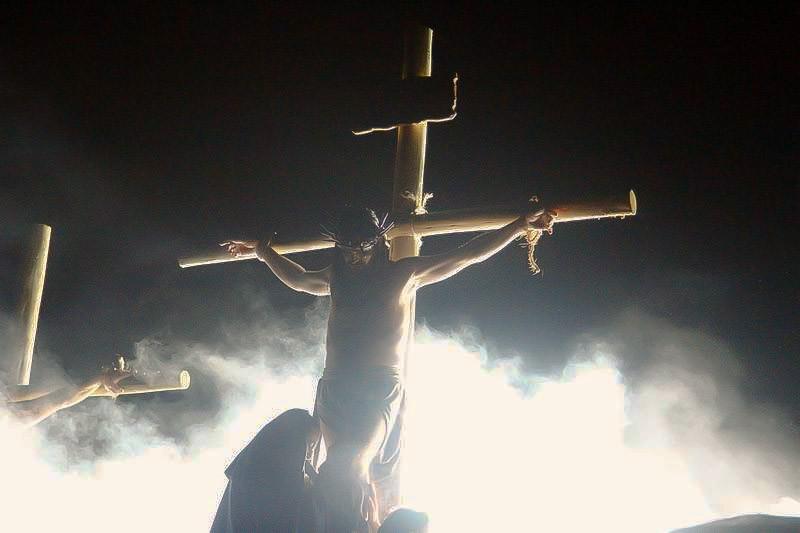 Espetáculo emocionou a multidão que foi ao Bioparque assistir à Paixão de Cristo  (Foto: Euricles Macedo/ RPC TV)