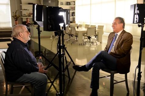Jô Soares com Roberto D'Avila: entrevista vai ao ar na GloboNews (Foto: Zé Paulo Cardeal/TV Globo)