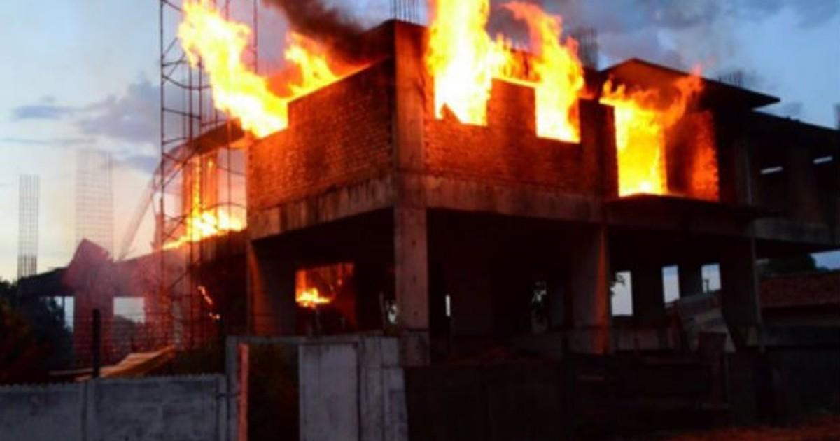 Corpo de Bombeiros leva três horas para conter fogo em prédio em ... - Globo.com