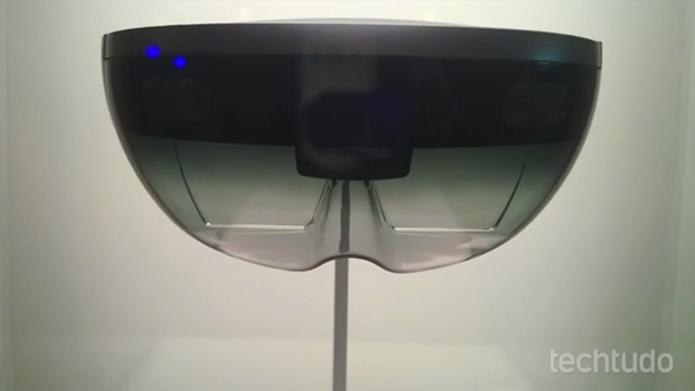 HoloLens também mostra hologramas, mas só para quem usa o dispositivo na cabeça (Foto: Elson de Souza/TechTudo)
