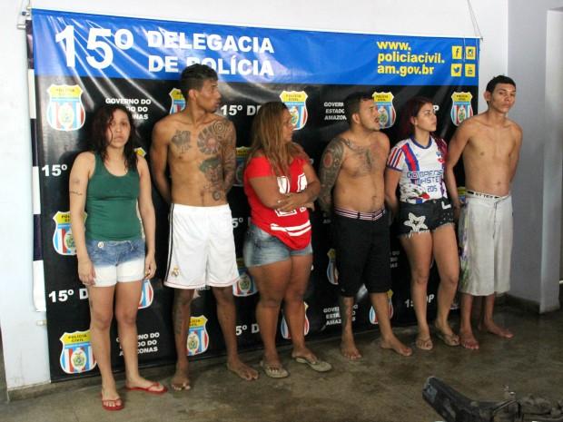 Suspeitos foram presos em casa na Compensa, Zona Oeste de Manaus (Foto: Jamile Alves/G1 AM)