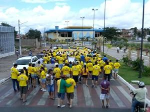 Caminhada em Arapiraca pede saída da presidente Dilma Rousseff (Foto: Tony Medeiros/TV Gazeta)