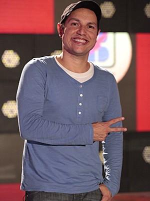 Fly é o coreógrafo das Empreguetes (Foto: Cheias de Charme / TV Globo)
