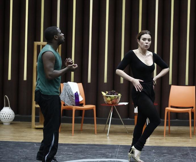 Françoise Forton e Patrick Carvalho ensaiam com força total  (Foto: Inácio Moraes/ Gshow)