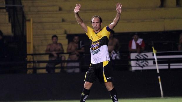 Paulo Baier comemora, Criciuma x Figueirense (Foto: Fernando Ribeiro/Agência Estado)