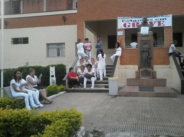 Funcionários permanecem em greve (Foto: Sabrina Schiavi/ TEM Você)