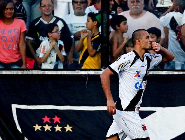 Douglas Silva vasco e Paraná série B (Foto: Roberto Filho / Agência Estado)