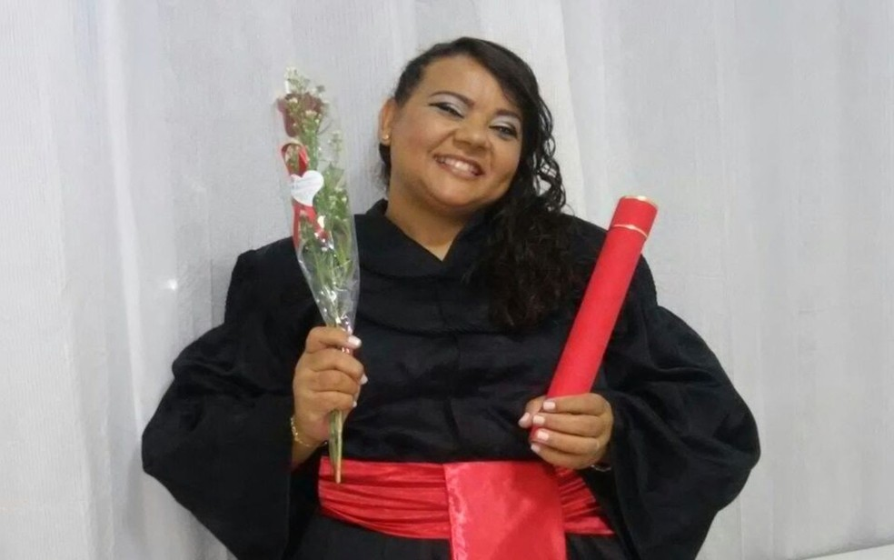 Maria Anita superou a discriminação e hoje possui duas graduações, um mestrado e trabalha como escrivã da Polícia Civil de Sergipe.e através do estudos  (Foto: Arquivo Pessoal)