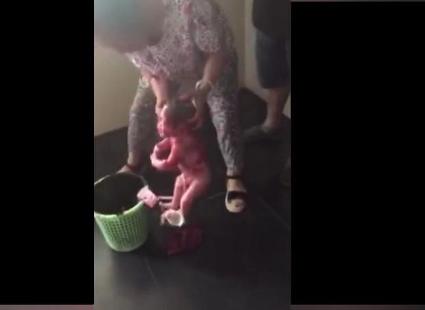 Bebê foi encontrado na China (Foto: Reprodução/Mirror)