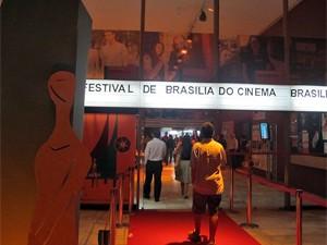Fachada do Cine Brasília durante 44ª Festival de Brasília (Foto: Jamila Tavares / G1)