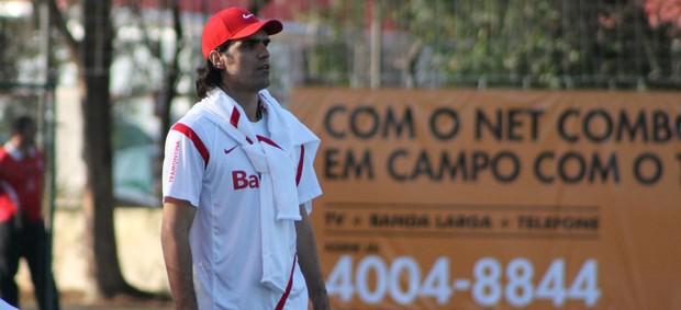 Fernandão orienta treino no Inter (Foto: Diego Guichard/GLOBOESPORTE.COM)