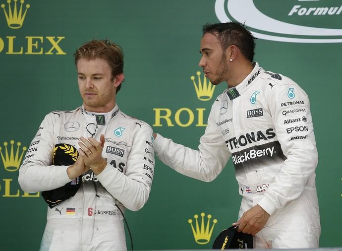 Nico Rosberg e Lewis Hamilton no pódio do GP dos EUA (Foto: AP)