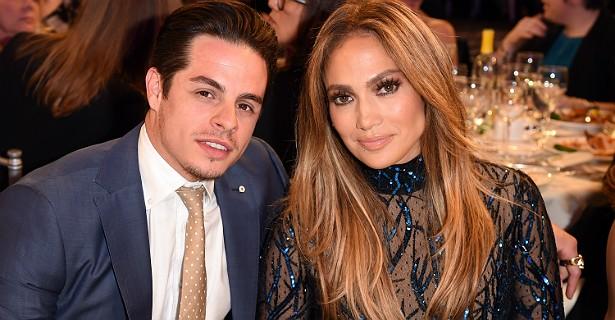 No ano passado, chegou ao fim o relacionamento de Jennifer Lopez com o coreógrafo (e ator ocasional) Casper Smart. Ele é 18 anos mais novo. Mas o motivo do fim foi outro. J.Lo, que está com 45 anos, descobriu por meio de tabloides que Casper a traía com modelos transexuais. (Foto: Getty Images)