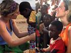 Giovanna Ewbank mostra reencontro com criança que conheceu na África