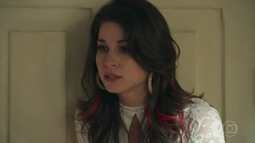Carmela descobre que Shirlei está noiva de Felipe