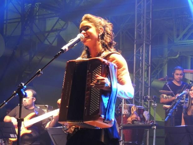 """""""Escolhi canções de artistas pernambucanos, como Alceu, Luiz Gonzaga e Dominguinhos"""", disse Lucy. (Foto: Luna Markman / G1)"""