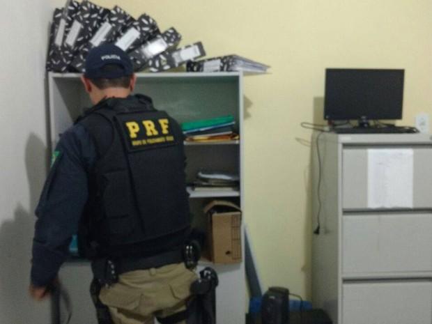 Operação combate fraudes em processos licitatórios na Bahia (Foto: Divulgação/ PRF Bahia)